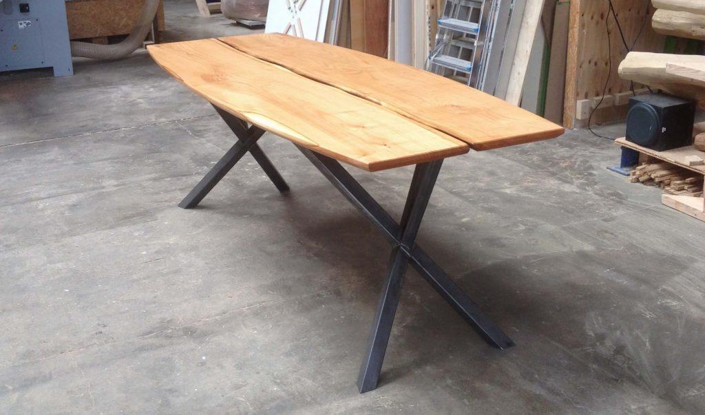ovale-houten-tafel