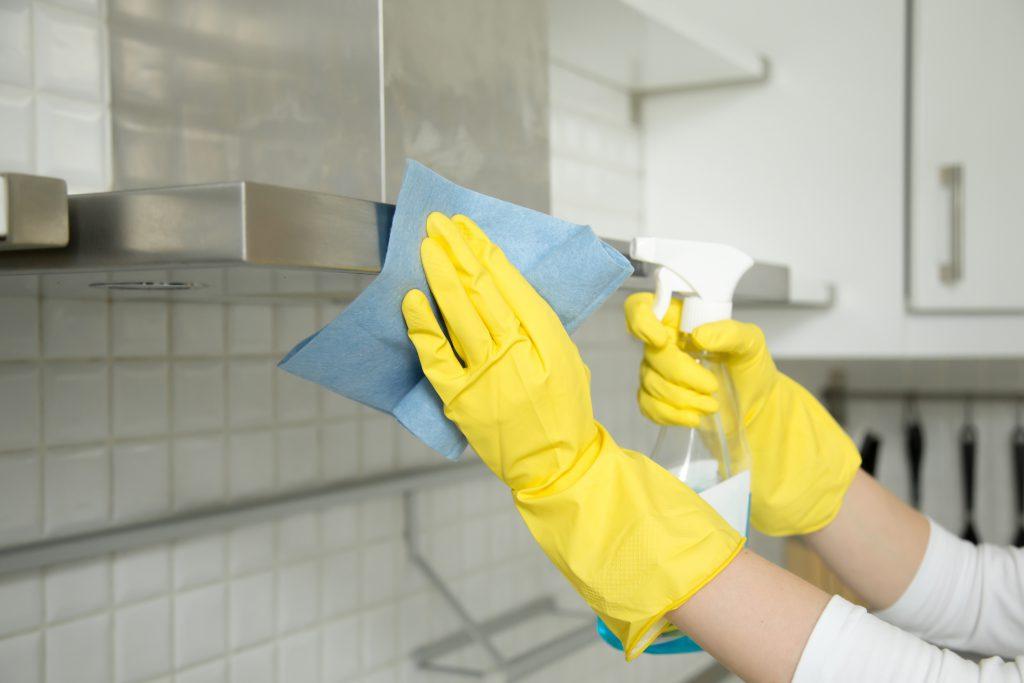 de frituurpan schoonmaken